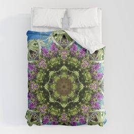 Intricate floral kaleidoscope - Vebena, Dichondra leaves with blue sky Comforters