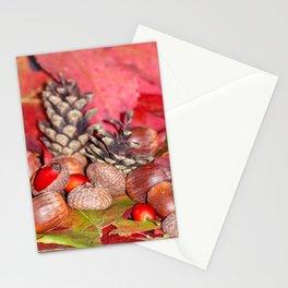 Arbores autumnales modus nucibus pineis oportebit, rosa coxis et hazelnuts Stationery Cards