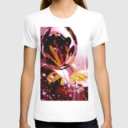 Love, if it holds in a single flower, is infinite. T-shirt