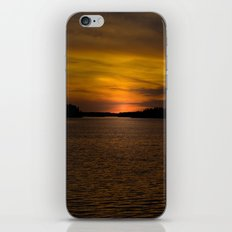 The sun goes down and night falls iPhone & iPod Skin