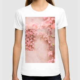 Wall abstract old ivy leaves T-shirt