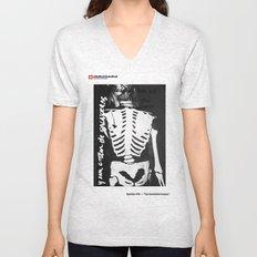 #17a — Tus doscientos huesos Unisex V-Neck
