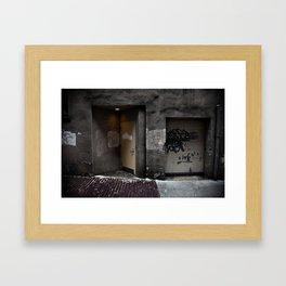 A1553 Framed Art Print