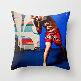 Fight : Punch Throw Pillow