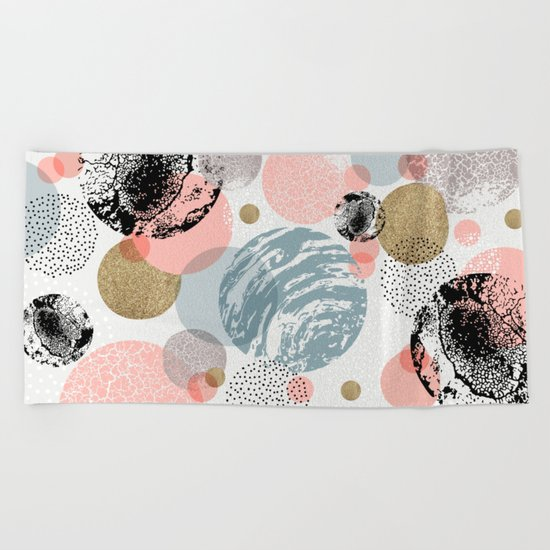 Circles texture Beach Towel