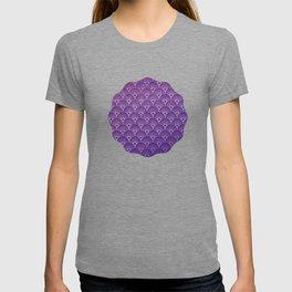 Art deco pattern,Purple fan pattern, belle époque,elegant,chic,pattern,vintage,beautiful,art nouveau T-shirt