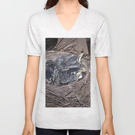 Baby robins in nest (fledglings) Unisex V-Neck