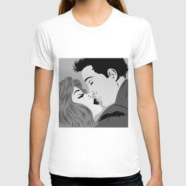 Kissing man and woman T-shirt