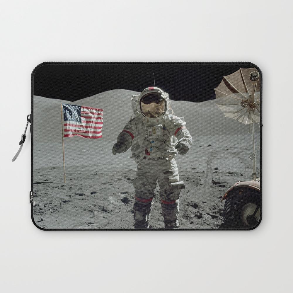 Apollo 17 - Last Man On The Moon Laptop Sleeve LSV7967173
