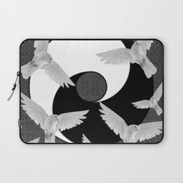 B&W  YIN & YANG Taoism/Daoism PEACE DOVES Laptop Sleeve