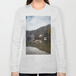 Beautiful scene of swan (lat. Cygnus olor) on the lake Long Sleeve T-shirt