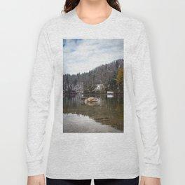 Beautiful scene of swan (lat. Cygnus olor) on the lake Long Sleeve T-shirt