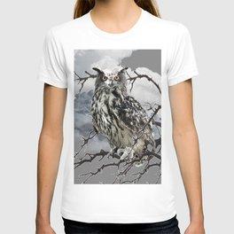 WINTER'S GREY SKIES & WILDLIFE OWL IN TREE T-shirt