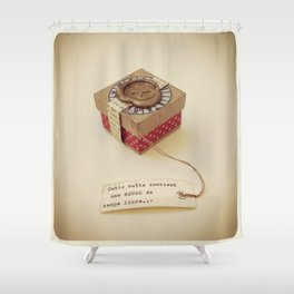 Boîte contenant Une heure de temps libre Shower Curtain