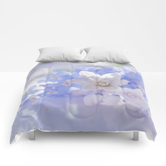Queen and court- Springflowers in blue and white - Stilllife Comforters