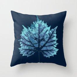 vine leaf autumn Throw Pillow