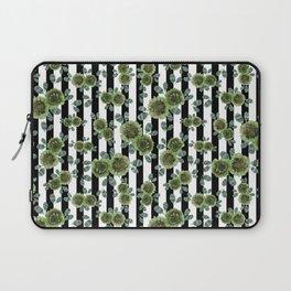 Green and amazed Laptop Sleeve