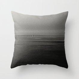 Pont vasco de Gama Lisbonne Throw Pillow