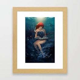 dive reader Framed Art Print