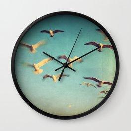 Dans Avec Les Oiseaux Wall Clock