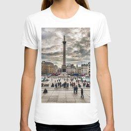 London Trafalgar Square art by @balazsromsics T-shirt