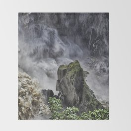 Chaotic water view Throw Blanket
