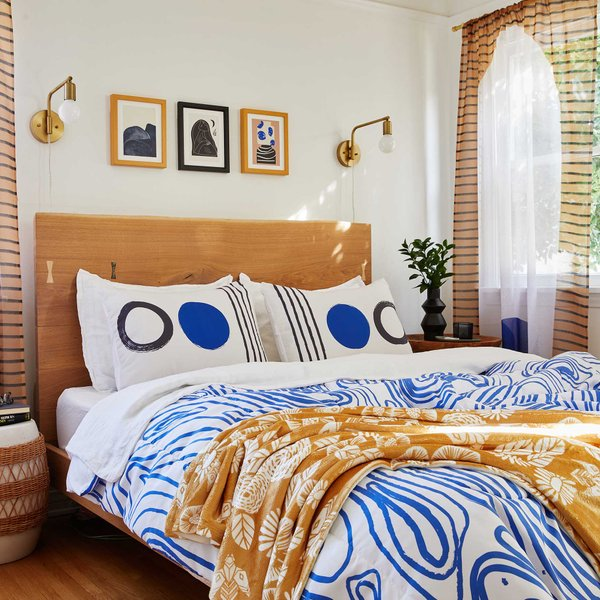 bed with comforter throw blankets and throw pillows