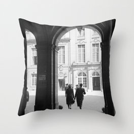 Een arcade bij de Sorbonne, Bestanddeelnr 254 2116 Throw Pillow