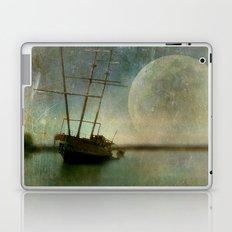 Shipwreck on Lake Ontario Laptop & iPad Skin