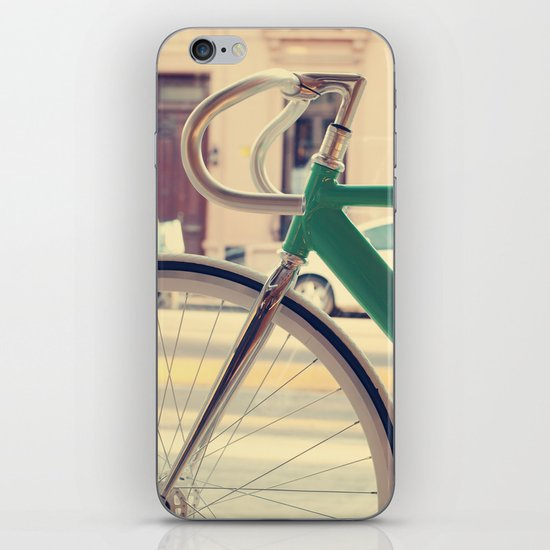 Geen Mint Bicycle in the City (Retro - Vintage Photography) iPhone & iPod Skin