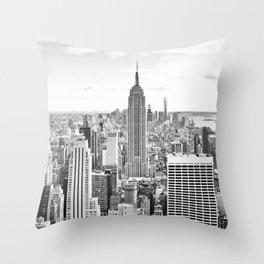 New York City, Manhattan (Black & White) Throw Pillow