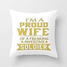 I'M A PROUD SOLDIER'S WIFE Throw Pillow