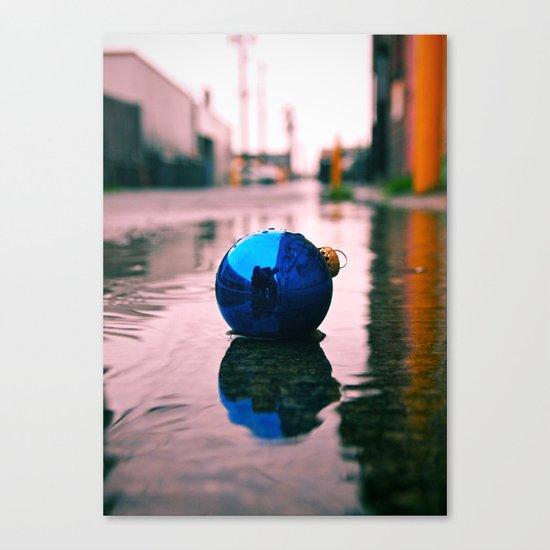 Urban Yuletide reflection Canvas Print