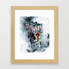 Memento te hominem esse Framed Art Print