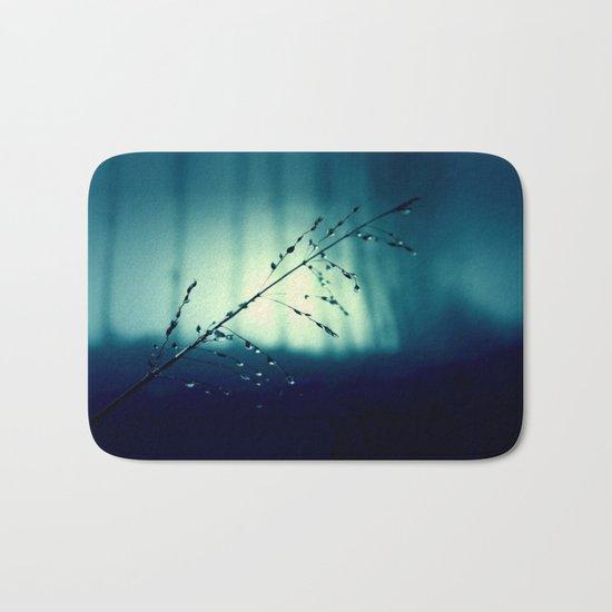 Blue Willow in the rain Bath Mat