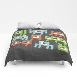 3D pixel aliens Comforters