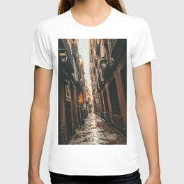 Barcelona Alley | Tilted Alleyway Streets in the City High Buildings Charming Moody Architecture  T-shirt