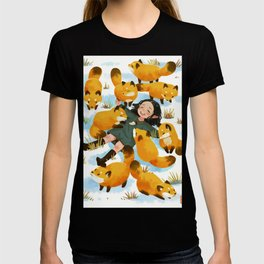 Snuggles with foxes T-shirt