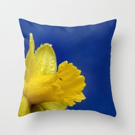 YELLOW DAFFODIL BEAUTIFUL WITH WATER DROPS Throw Pillow