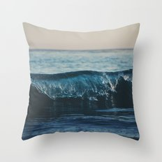 the wave ... Throw Pillow