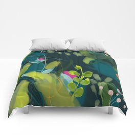 abstract jungle fever leaves in floral green Comforters