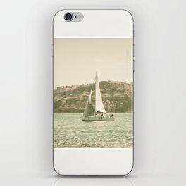 la voile sur le Tage, Lisbonne iPhone Skin