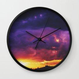 Tu contiens dans ton oeil le couchant et l'aurore Wall Clock