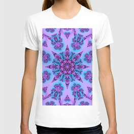 Kaleidoscope with patterns in blue and pink / purpel T-shirt