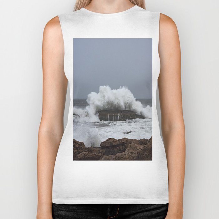 Wave splashing on the rocks Biker Tank