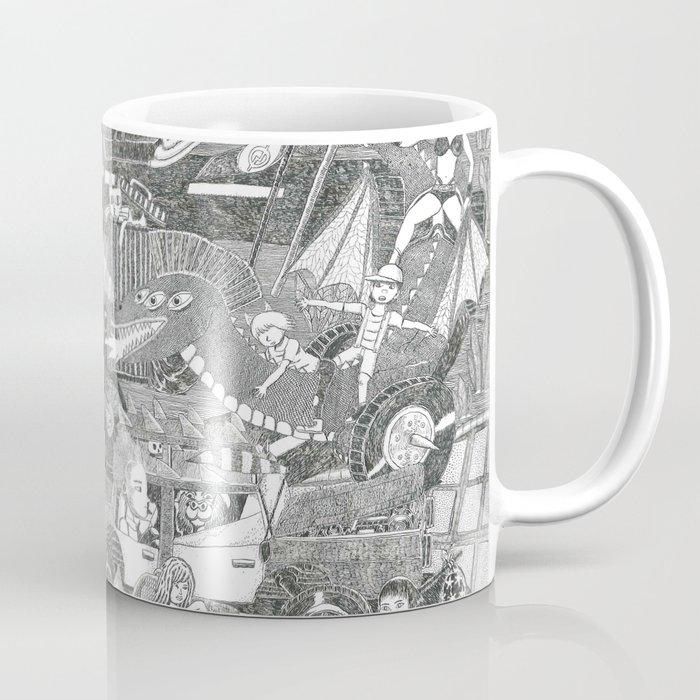 Païsatge amb personatges, bicicleta, cotxos, monstre, cap i palmeres Coffee Mug