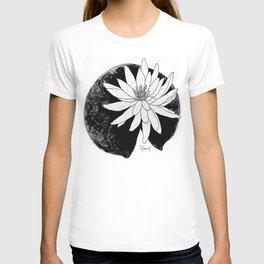 BLACK & WHITE WATER LILY FLOWER ILLUSTRATION T-shirt