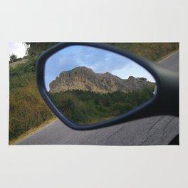 la montagna in uno specchio Rug