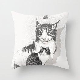 雲 Throw Pillow