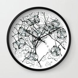 les étrangers Wall Clock